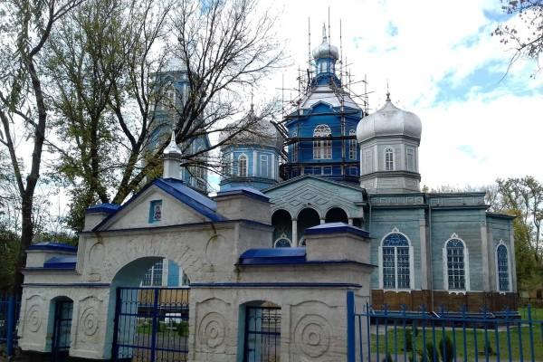 Старинная деревянная церковь