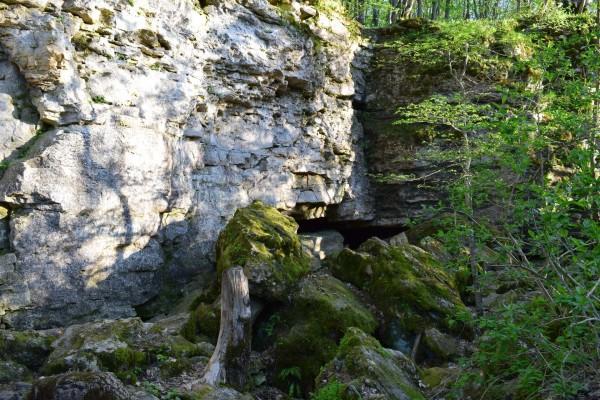 Каменный хаос  и пещера на горе Стрижамент