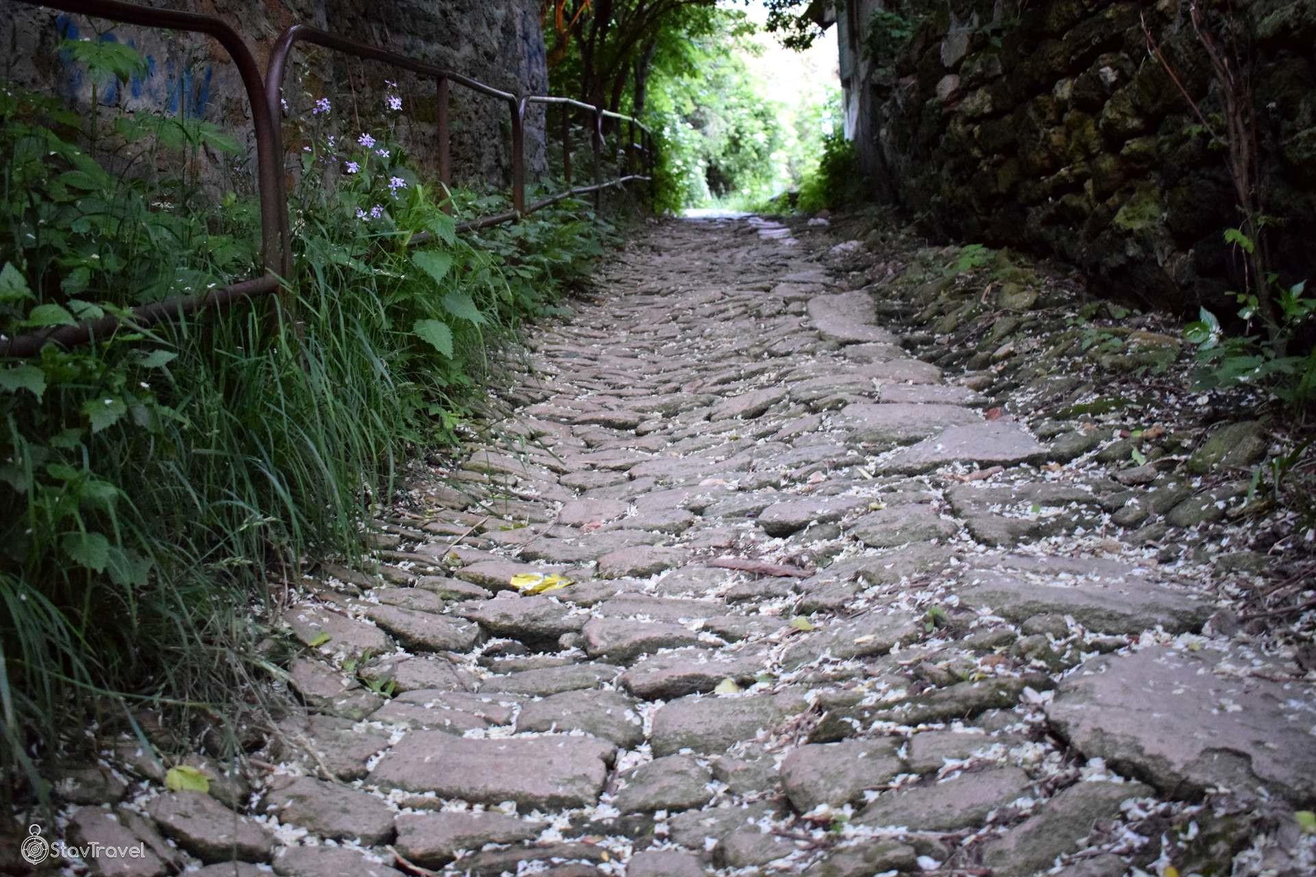 Старинная булыжная мостовая