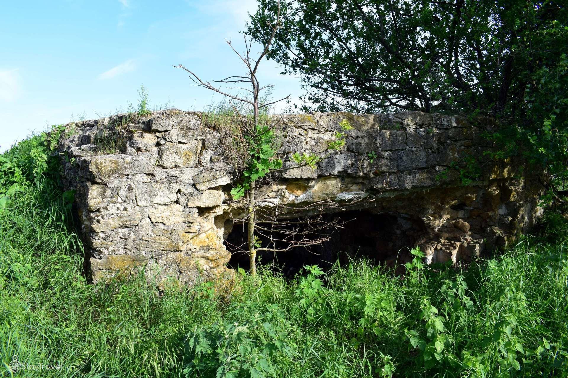 Каменный дот времён ВОВ в посёлке Раздвяный