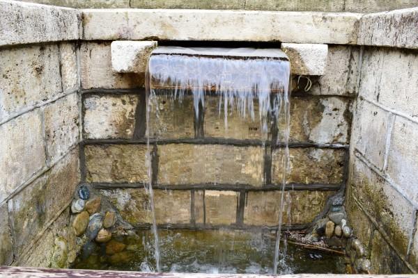 Стеклянная струя и Зеркальный пруд